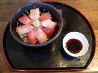 まぐろどんぶり亭(二色丼¥790)
