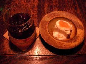 猿楽珈琲(濃厚アイス珈琲¥600・自家製レアチーズケーキ¥200)