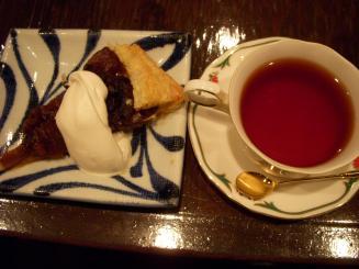横濱屋(タルトタタン・紅茶)