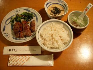 牛たん 麦とろ ねぎし 歌舞伎町店(たんとろセット¥1480)