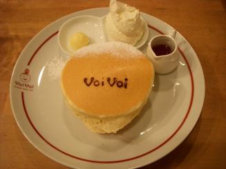 パンケーキママカフェVoiVoi(クラシックバターミルクパンケーキ(3枚)¥650)
