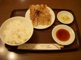 スヰートポーヅ(餃子ライス(8個)¥640)