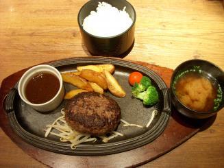 ミート矢澤(黒毛和牛100%フレッシュハンバーグランチ¥1260)