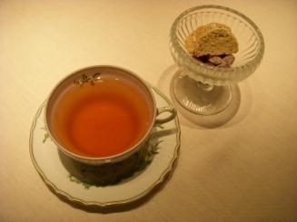 GIAG GIOLO GINZA(Botticelli(¥2000)のハーブティー・お茶菓子(ビスコッティ・チョコアーモンド))