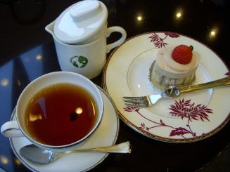 THE DARJEELING(紅茶のショートケーキ〈ババロア仕立て〉セット・グームティー茶園¥1000)