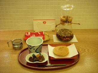 まかないこすめ おやつ部(おやつセット・つややかな肌になれる美肌茶¥882)