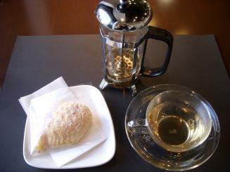 NAZEYA 何故屋(ティーセット(ヴァニラカスタード+ジャスミン茶)¥750)