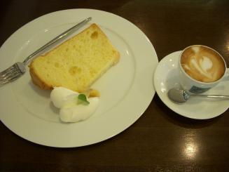ciffon cakes fuwari(プレーンシフォン¥380・エスプレッソマキアート¥280)