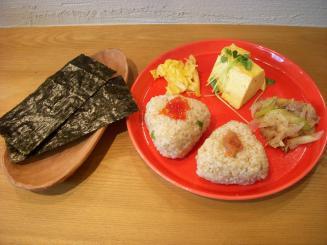 つきたておにぎり月うさぎ(LUNCH SET(お惣菜2品+おにぎり2個)¥722)