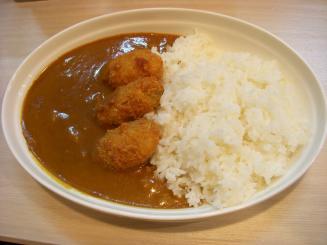 シロクマカレー(チキンカレー(カキフライ)¥500)