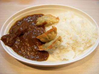 シロクマカレー(ビーフカレー(シロクマ餃子)¥600)