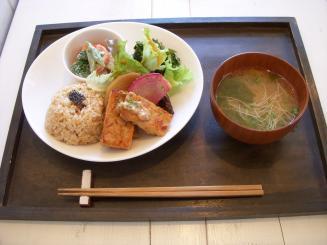 玄米食堂 holon(ホロンプレート¥1200)