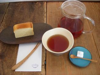 お茶とお菓子 横尾(お茶とお菓子セット(金曜日限定tatinのチーズケーキ・ガムラスタン)¥940)