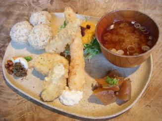 cafe Slow(季節野菜のまるごとプレート¥1200)