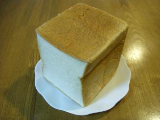 Quignon(キィニョンの食パン(1斤)¥240)