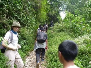 登山の学生たち