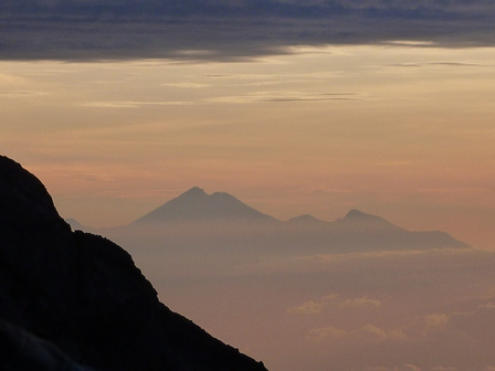 ロンボク島リンジャニ山