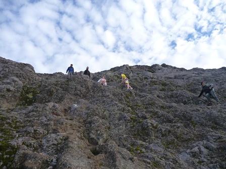 急な岩場2