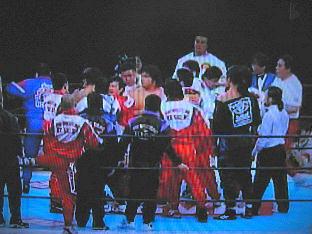 新日本、UFC両団体入り乱れる