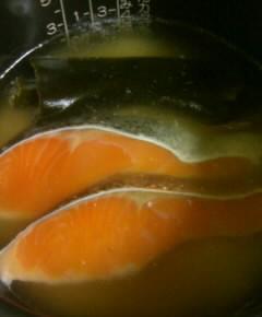 鮭とごぼうの炊き込みご飯2