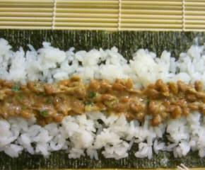鰹節と納豆の海苔巻き9
