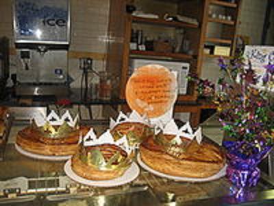 200px-CroissantDOrKingcakes_20091230023851.jpg