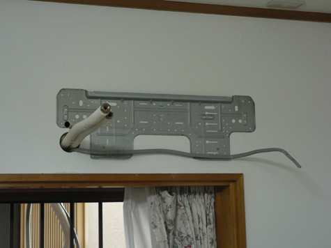 室内機用取り付け板。