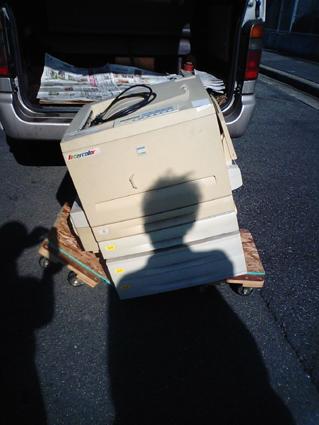プリンターと壊れた台車