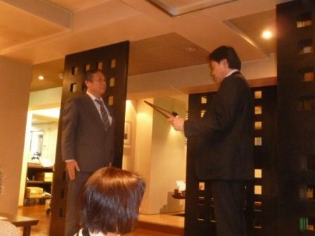 ②23年連続キャンペーン成功と今期新記録&全員目標台数達成という輝かしい成績に対し、片山社長が代表で表彰を受けました。