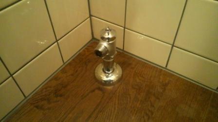 アングル止水栓を純正の物に交換。