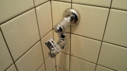 手洗い用分岐金具取付
