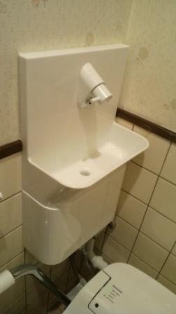 手洗いボールクロス壁との隙間コーキング済み