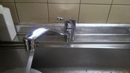 新しいワンレバー混合水栓の固定
