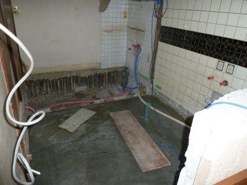 ユニットバス土間コンクリート&給水、給湯配管仕込み