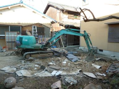 離れトイレ小屋と物置小屋の解体撤去作業