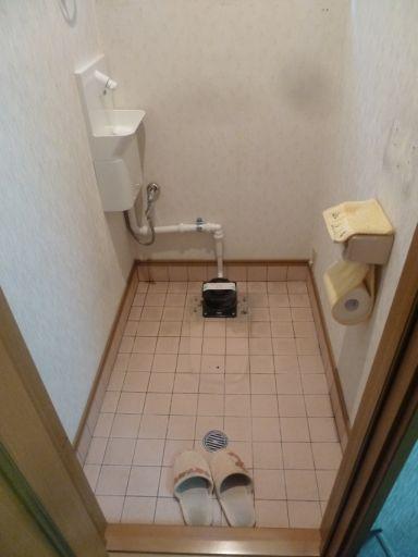この様にフランジと手洗いを配管で接続します。