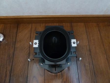 アラウ―ノ用フランジと本体固定用ボルト4本の固定