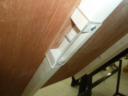 垂木固定がよくわかるスケルトン仕様の展示