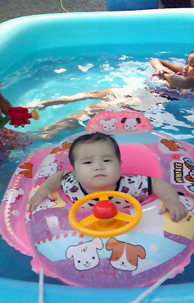 家のプールで^^;