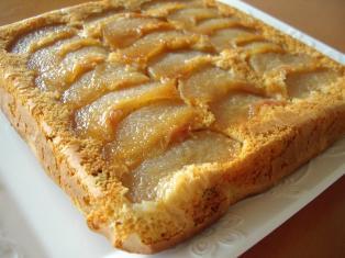 梨とラムレーズンのアップサイドダウンケーキ