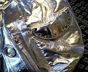 銀色バッグ