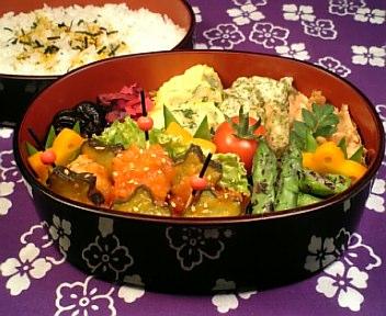 海老と星型胡瓜の甘酢炒め