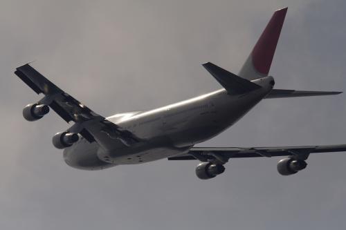 747300