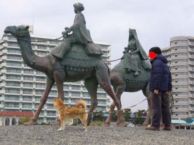 初めて見る動物だな。銅像だけど。