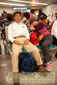 2011年10月九寨溝空港で待ちくたびれた二人