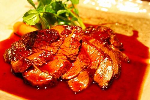 牛ヒレ肉のエギュイエット マデラソース