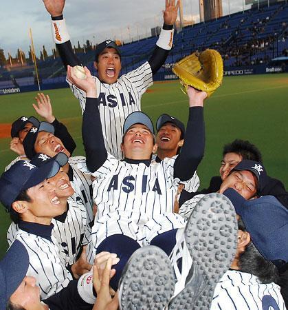 亜大、早大破り4年ぶりV=高校は高知が初優勝-明治神宮野球