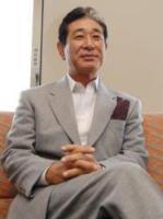和やかな表情で報道陣の前に現れた星野日本代表監督
