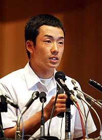 ハンカチ王子は神宮の杜へ-。「プロ志望届は出しません」と、早大に入学して4年後のプロ入りをめざすことになった=撮影・戸加里真司