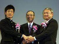 毎日スポーツ人賞を受賞したソフトバンク王監督(中央)